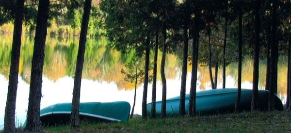 canoes-lake-920x420